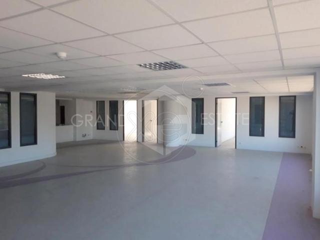 Ενοικίαση επαγγελματικού χώρου Γλυφάδα (Αιξωνή) Γραφείο 400 τ.μ.