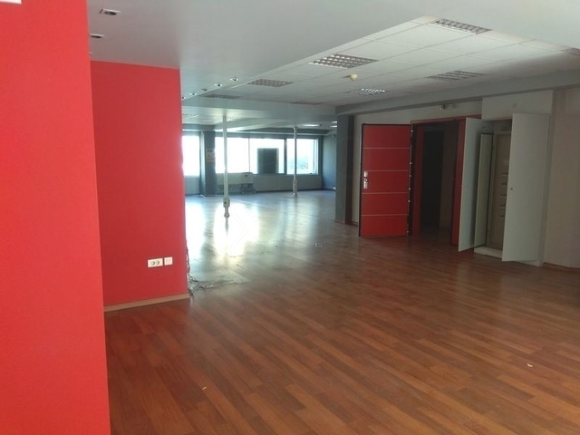 Ενοικίαση επαγγελματικού χώρου Καλλιθέα (Κέντρο) Γραφείο 300 τ.μ. ανακαινισμένο