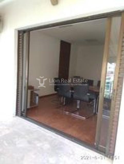 Ενοικίαση επαγγελματικού χώρου Αθήνα (Εξάρχεια) Διαμέρισμα 100 τ.μ.